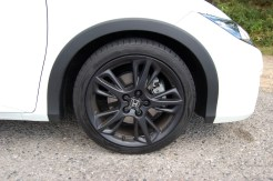 Optional 'Nitrogen' sports wheels on the test car – lovely looking but the rims protrude from the tyres, and thus are easily scratched.