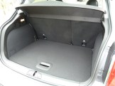 Highly practical luggage compartment (with two-thirds:one-third folding rear seat).