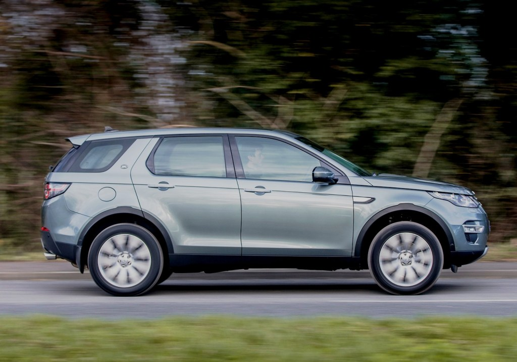 Land Rover Discovery Sport side view action