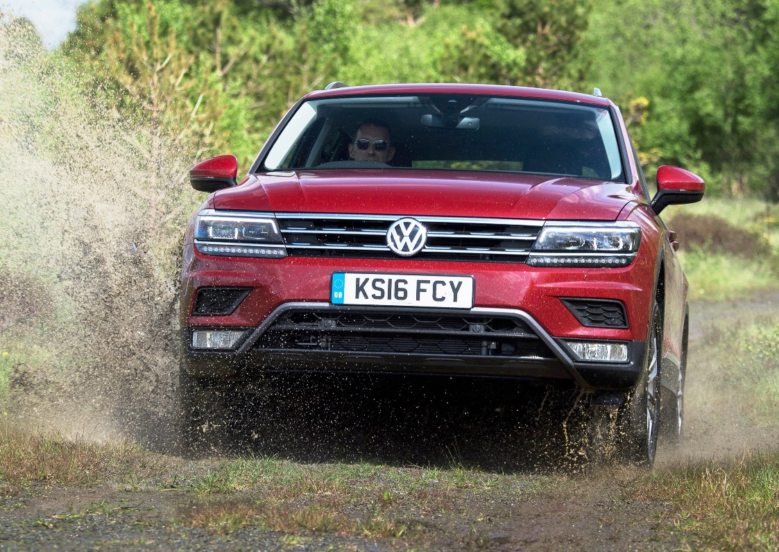 VW Tiguan front off road action