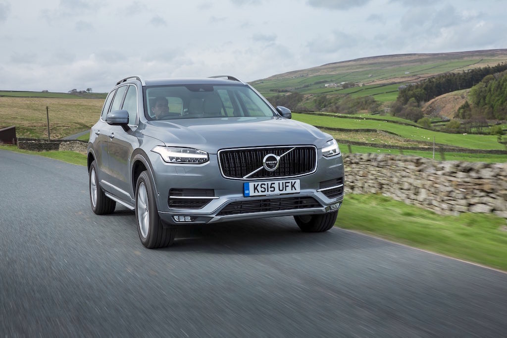 Front, dynamic image of the all-new Volvo XC90 in Osmium Grey