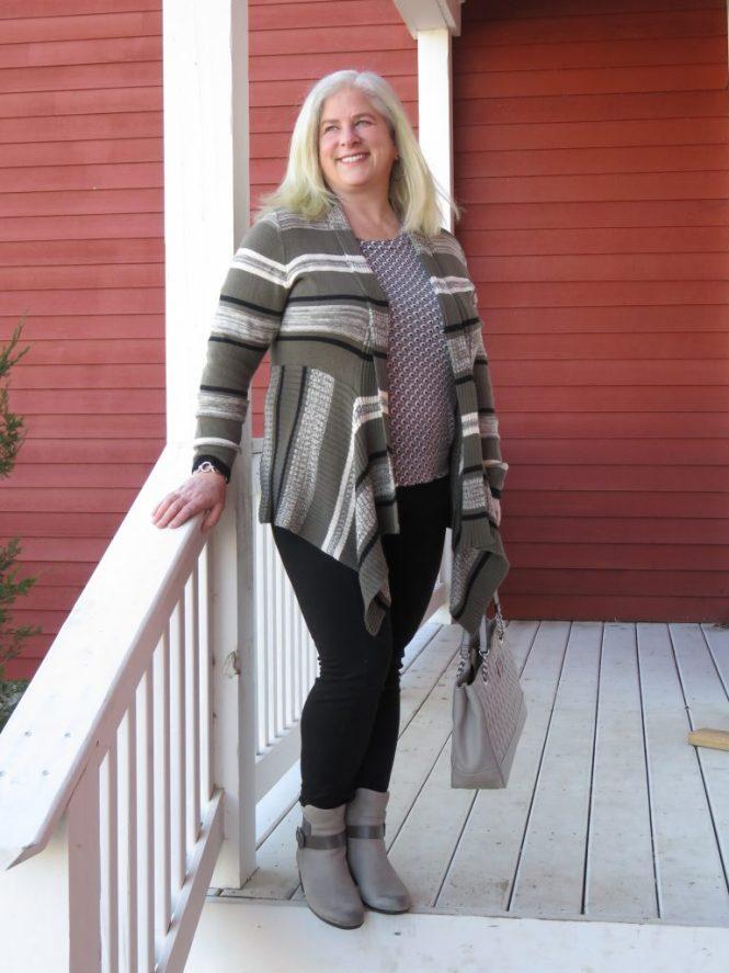 Spring Sweater for Apple-Shaped Women - www.whenthegirlsrule.com