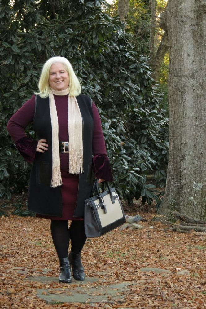 Holiday Outfit for Plus Size Women! | www.whenthegirlsrule.com
