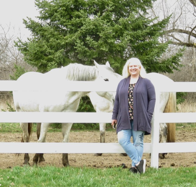 Casual outfit for greeting horses! | whenthegirlsrule.com