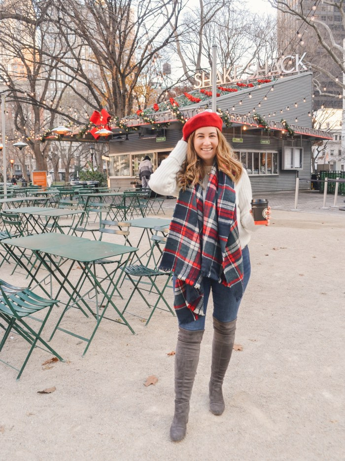 holiday outfit red beret