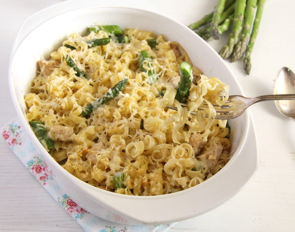 asparagus pasta olive oil Delicious Asparagus Chicken Pasta Casserole with Parmesan