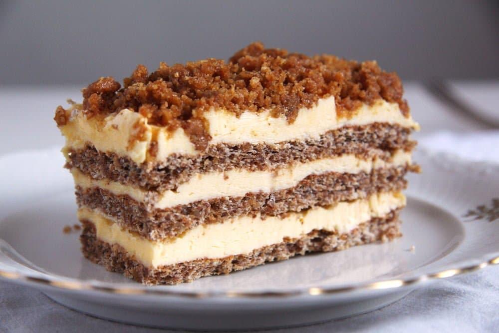 cake walnut romanian Caramelized Walnuts Buttercream Cake