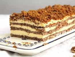 Caramelized Walnuts Buttercream Cake