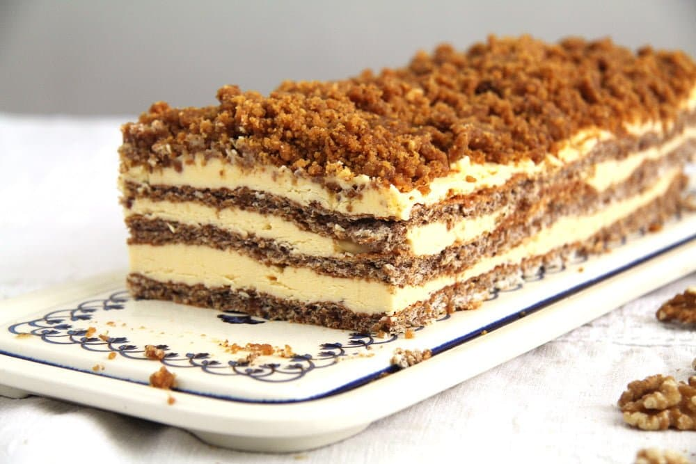 cake walnuts caramelized Caramelized Walnuts Buttercream Cake
