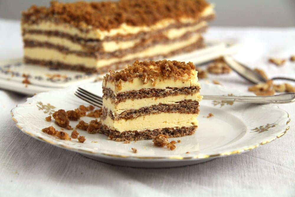 cake walnuts Caramelized Walnuts Buttercream Cake