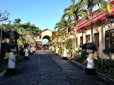 entry to Sampaguita Gardens Resort, kalibo, lined with angels