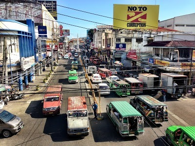 A street in Iloilo City full of jeepneys