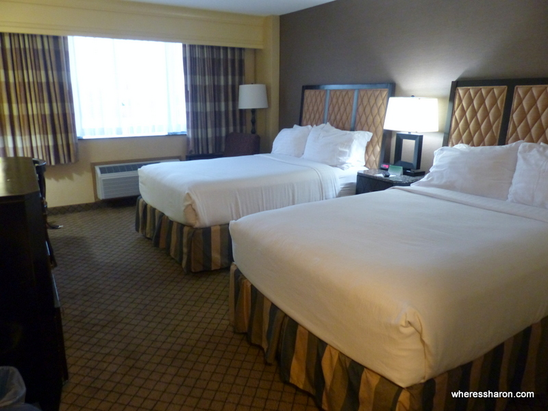 where to stay in Los Angeles with kids at Holiday Inn Downtown Long Beach