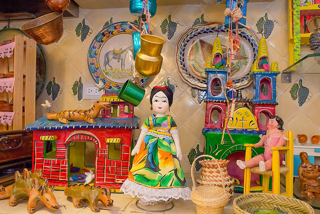 "Beautifully crafted Mexican toys, both old and new are on display in the ""Museo del Juguete Popular Mexicano""."