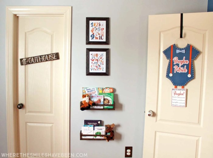 LOVE this mini gallery wall in a baby's room! Take a tour of this navy & orange modern woodland nursery! | Where The Smiles Have Been