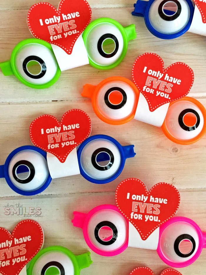 FREE Funky Glasses Valentine's Day Cards