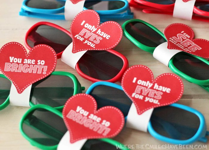 These are so cute and so simple! Love the free printable too! Sunglasses Valentine's Day Cards with FREE Printable & Silhouette Cut File   Where The Smiles Have Been