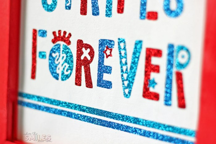 Funky Fourth of July Sign + FREE Cut File! | Where The Smiles Have Been #FourthOfJuly #4thOfJuly #USA #patriotic #summer #Silhouette #Cricut #HTV #reversecanvas
