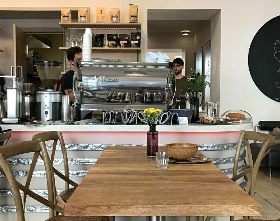 Monolok coffee shop prague