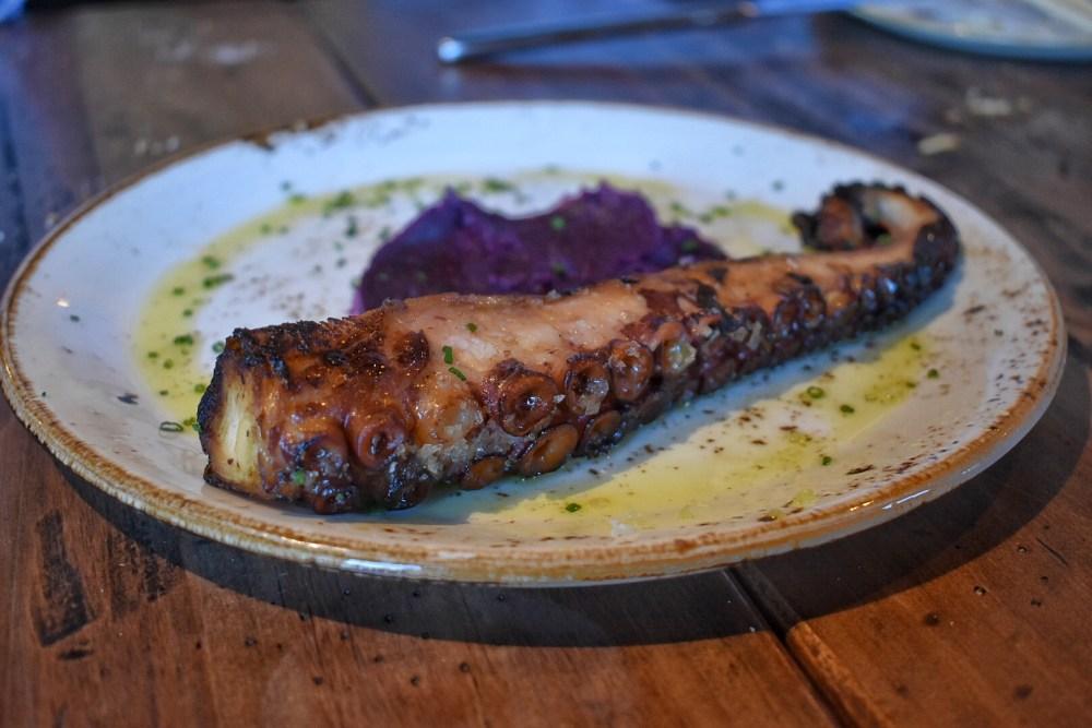 Restaurante Pai Pai. Pulpo a la brasa con pure de boniato morado.