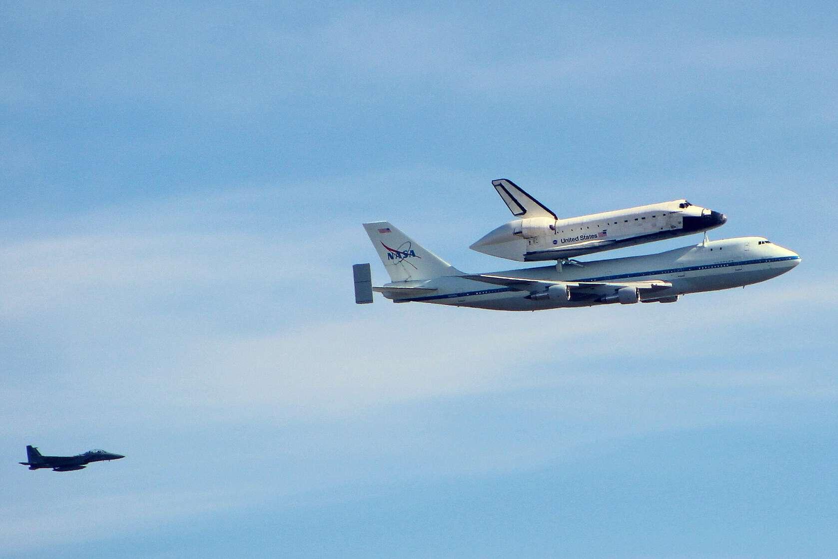 Friday Photo: NASA Space Shuttle Endeavour over Palo Alto ...
