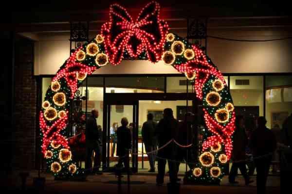 giant christmas light wreath