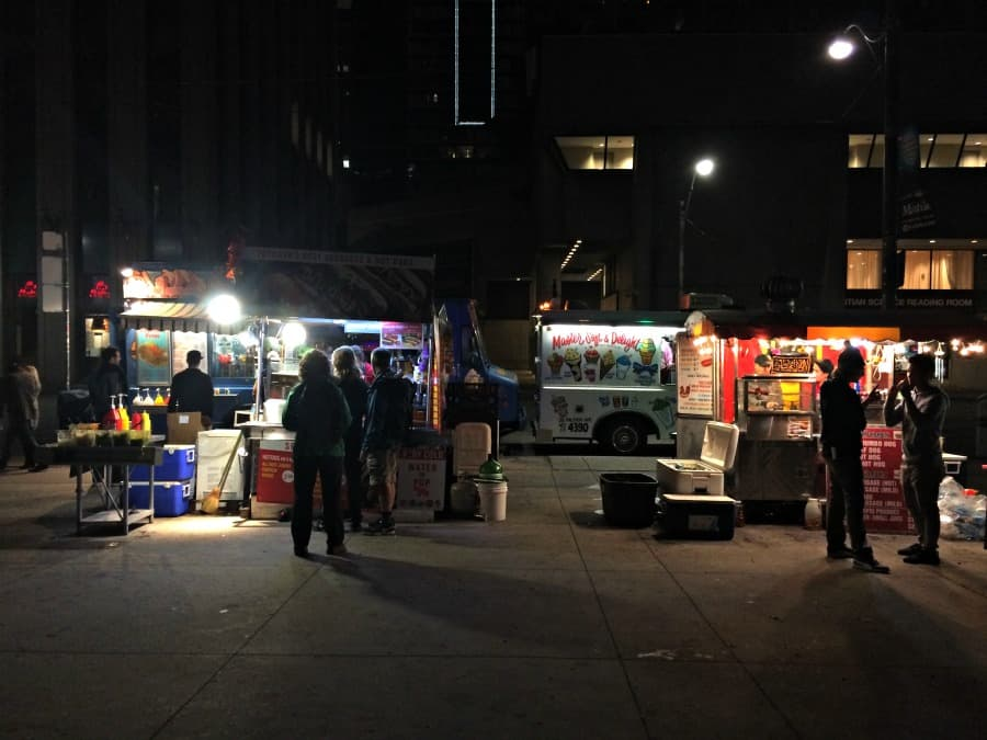 Nuit Blanche Toronto - Food trucks and ice cream