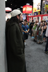 Silent Bob checking out the dealers' room, sans Jay.