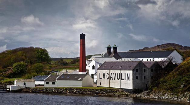 HC - Lagavulin distillery, Islay - David Stout