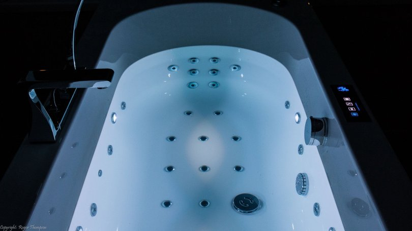 White Chromotherapy lighting from Pegasus whirlpool baths