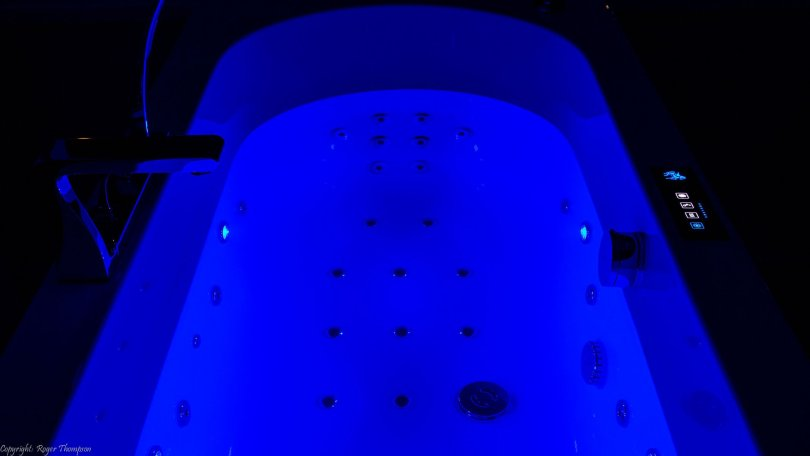 Deep Blue Chromotherapy lighting from Pegasus whirlpool baths