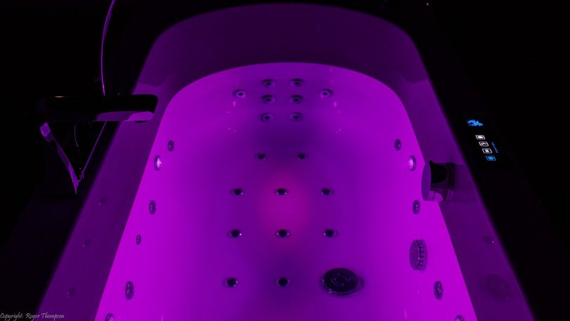 Magenta chromotherapy from four LED lights by Pegasus