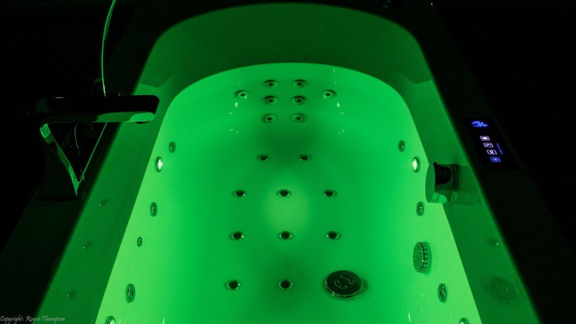 Green chromotherapy from four LED lights by Pegasus