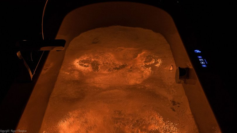 Pegasus chromotherapy red light in whirlpool bath