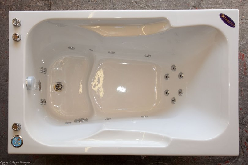 Minorca deep soaking whirlpool bath with whirlpool jets