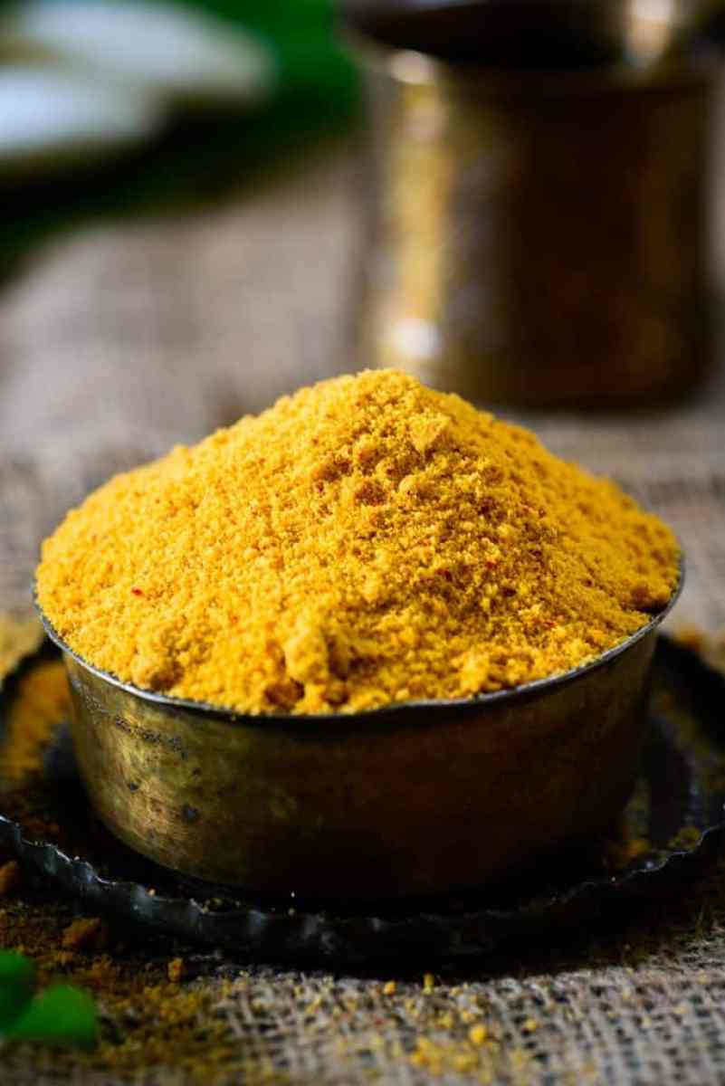 Idli Powder or Idli Milagai podi also popularly known as gun powder is a easy to make accompaniment which goes very well with Idlies, dosas or steamed rice.