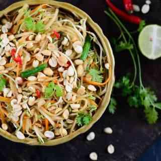 Thai raw papaya salad