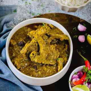 Hariyali Gosht is green lamb curry, a traditional mutton delicacy from the Mughal era. This famous, traditional recipe passed down through generations, comprises soft and succulent meat cooked in a herbed green gravy, cream and butter.