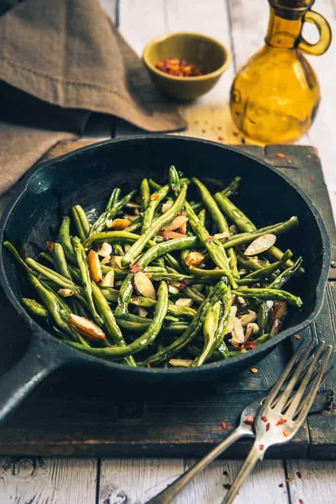 Sautéed Garlic Almond Green Beans Recipe, How to make Sautéed Garlic Almond Green Beans