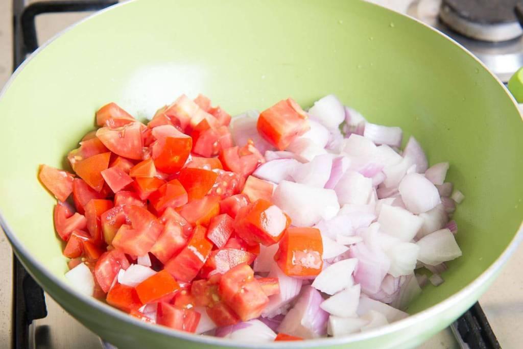 easy onion tomato chutney recipe, onion tomato chutney for dosa, ildi, chutney recipes for idli dosa,