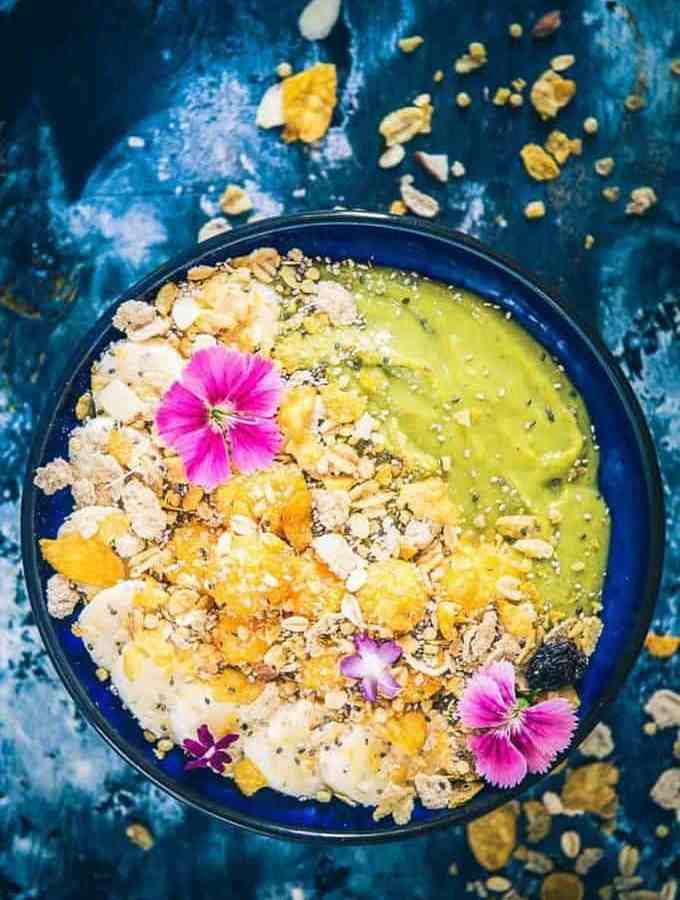 Healthy Banana Mango Green Smoothie Bowl Recipe, mango banana smoothie with yogurt, mango banana smoothie healthy, healthy mango smoothie recipe, mango banana spinach smoothie