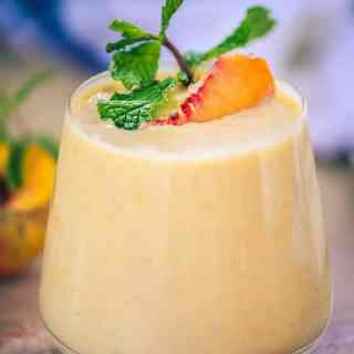 Healthy Peach Pie Smoothie, Peach Smoothie, healthy peach smoothie, peach smoothie with milk, peach smoothie with yogurt, fresh peach smoothie recipe,