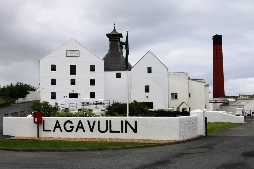 Islay – Its distilleries and its whiskies