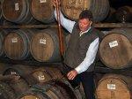 Jim McEwan mit den Früchten seiner Arbeit (c) whiskyfanblog.de