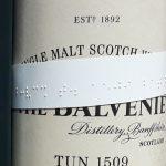Punktschrift auf meinen Whiskyflaschen