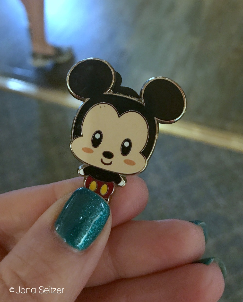 Beginner's Guide To Pin Trading at Disney World: Disney Pin Trading 101 - Mickey Mouse pin