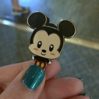 Beginner's Guide To Pin Trading at Disney World: Disney Pin Trading 101