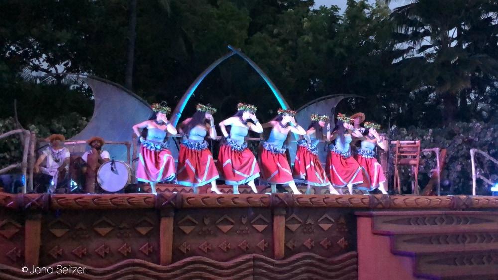 dancing at The KA WA'A – A Lū'au at Aulani