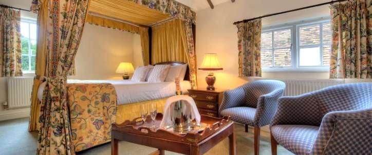 3 star Hotel in Dorchester, Fourposter room