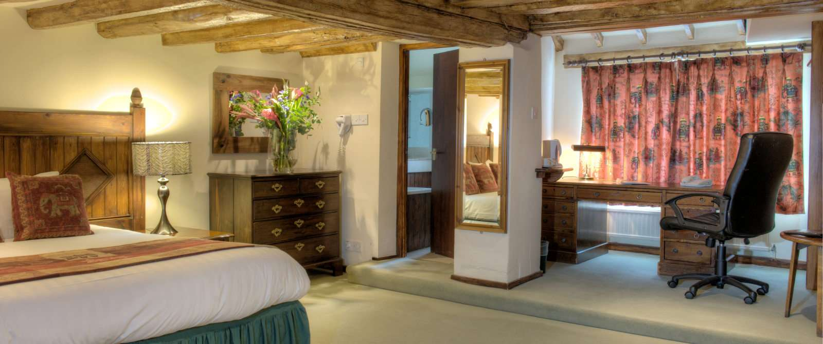 White Hart Hotel offers suberb 3 star Suite